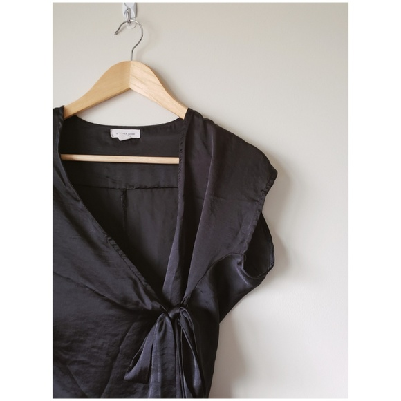 ae26169b07a19 Urban Outfitters Tops - Urban Outfitters Black Silky Wrap Top size M